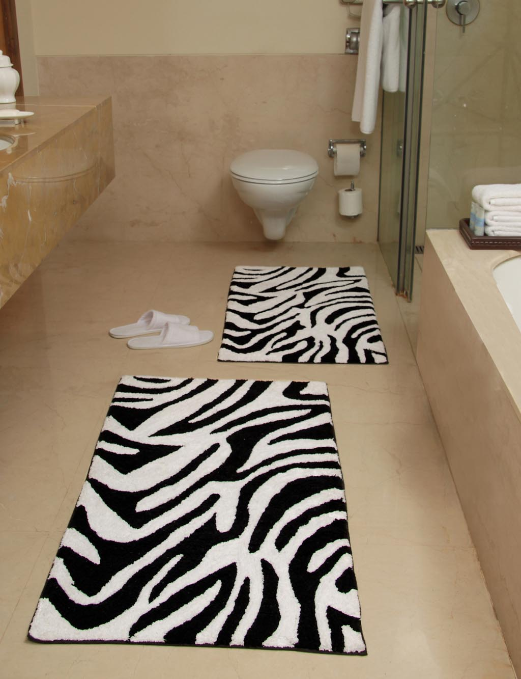 Black and white bath rug best decor things for Black and white bathroom mats
