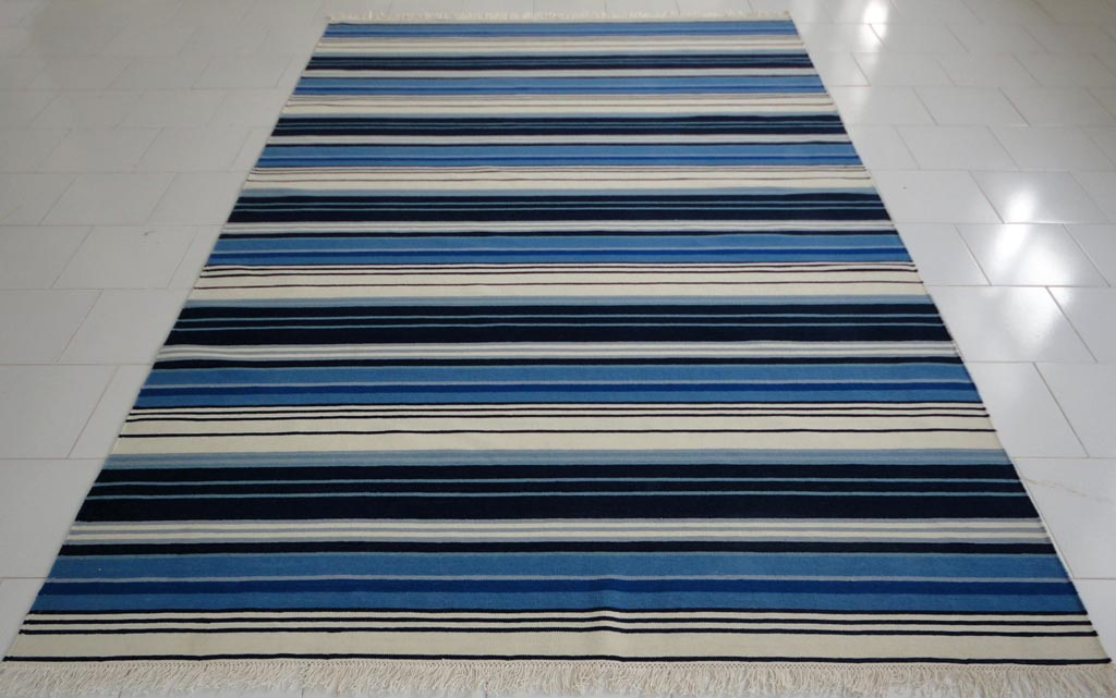 Blue and white stripe rug roselawnlutheran for Blue and white carpet