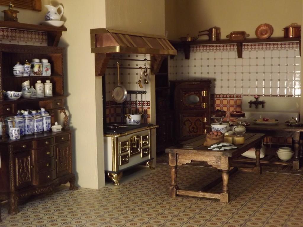 Miniature Victorian Dollhouse Furniture
