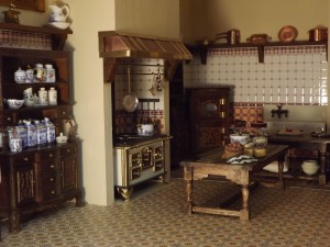 Miniature Victorian Dollhouse Furniture