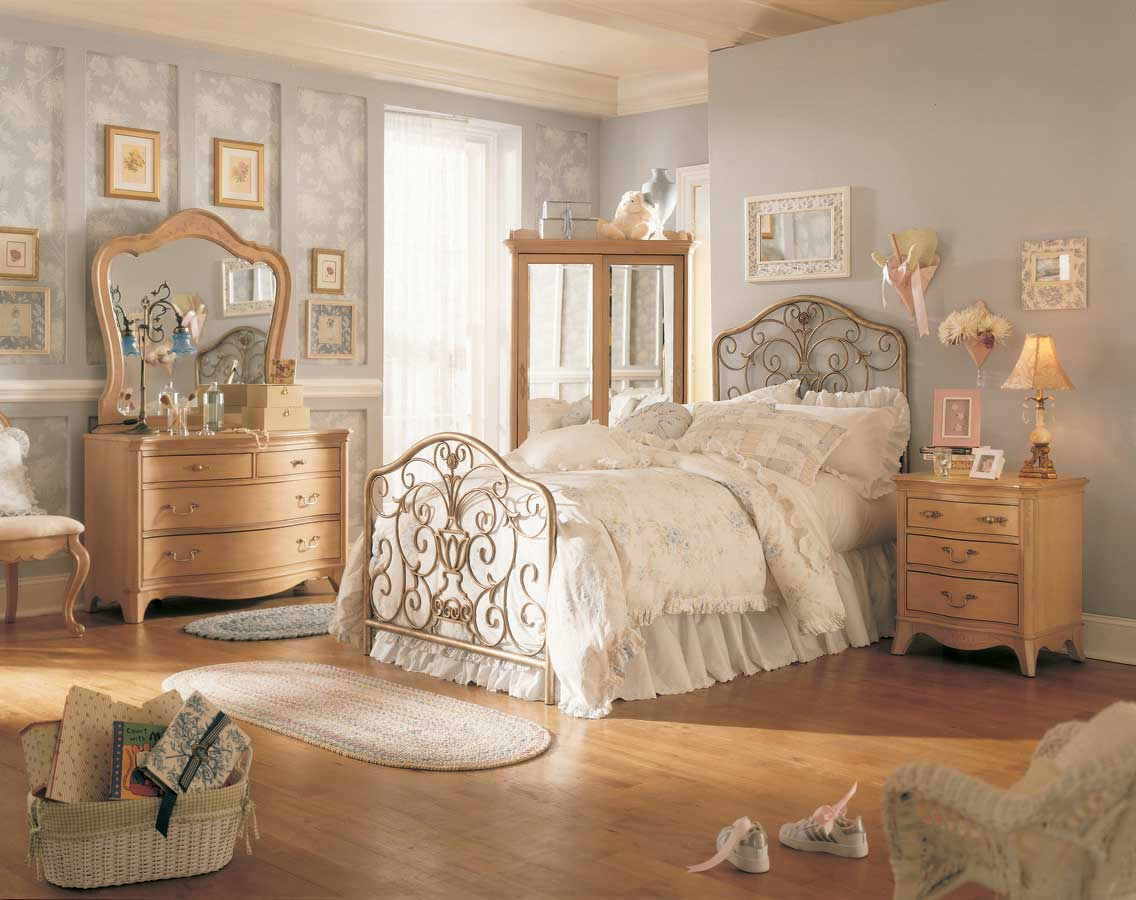 Vintage Style Bedroom Furniture