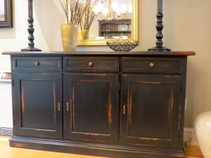 How to Make Distressed Painted Furniture